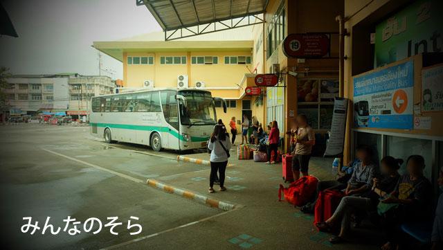ほぼ定刻にチェンマイ行きのバスが到着