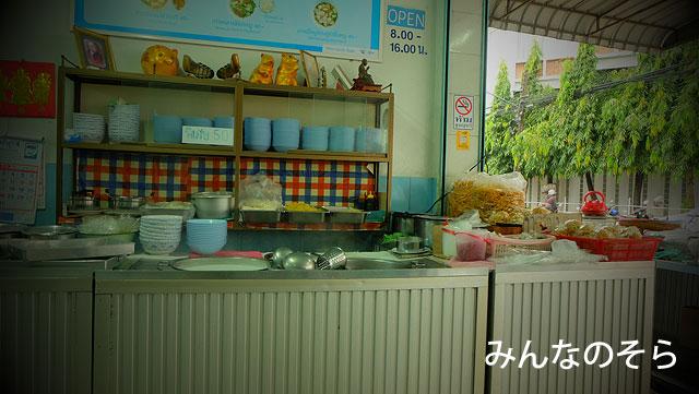 宿のグランマ、イチオシ!カオソーイのお店「ポーチャイ」で朝食