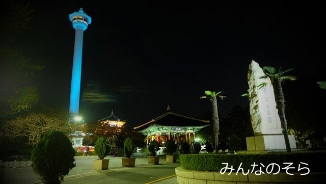 市民の鐘(右奥)